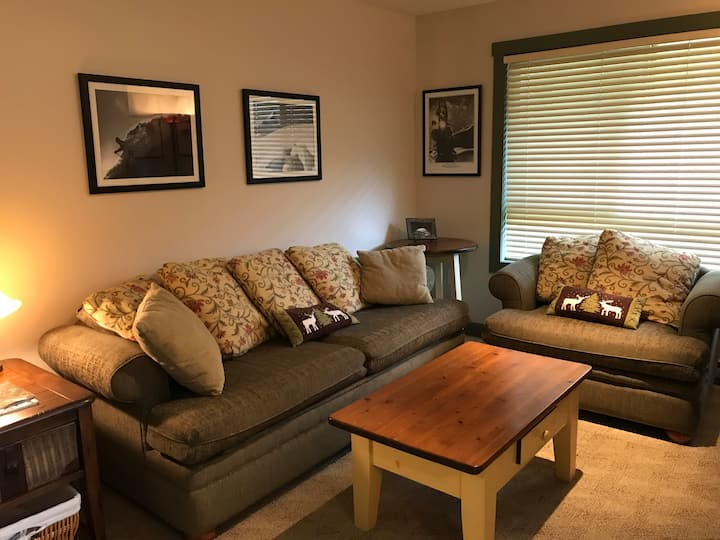 Cosy, one bedroom slope side townhome