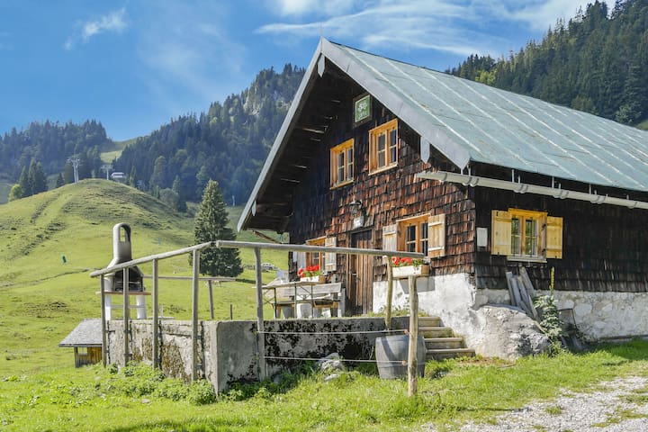 """Mountain Cottage """"Jaudenalm"""" in Ideal Location with Mountain View and Connection to Ski Lifts"""
