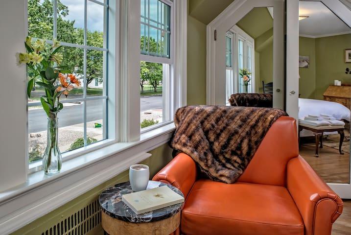 The Baker City Blue Door Inn: The New Suite