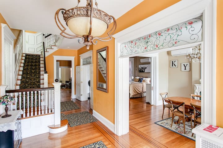 Classic 6 BR Victorian House in Old Louisville