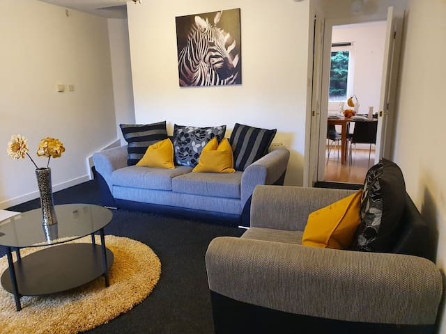 Nest4U-  Cosy, beautifully decorated 2 bed house.