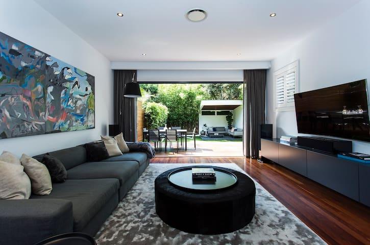 Sleek and Contemporary - Rose Bay - Haus