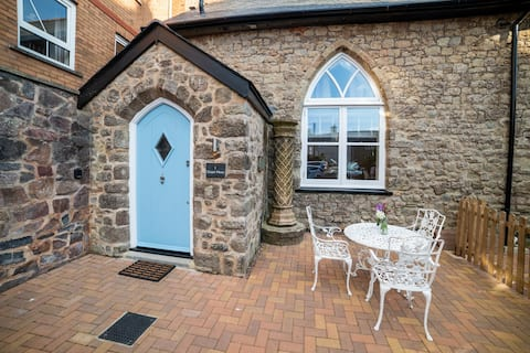 Cosy Romantic Seaside Mews Cottage, Sidmouth Devon