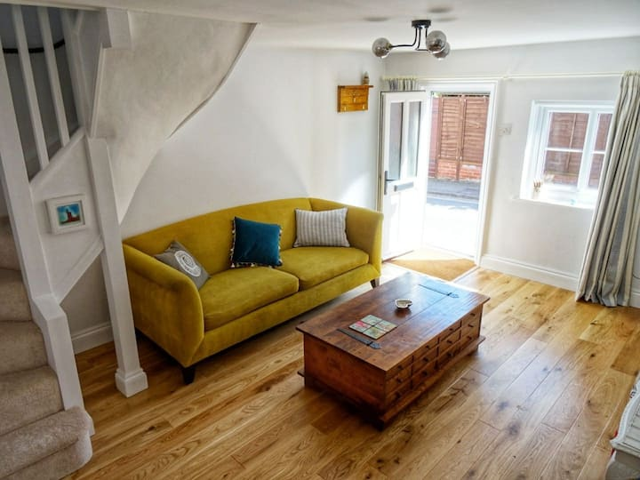 Cosy cottage in Framlingham town - 25min to coast
