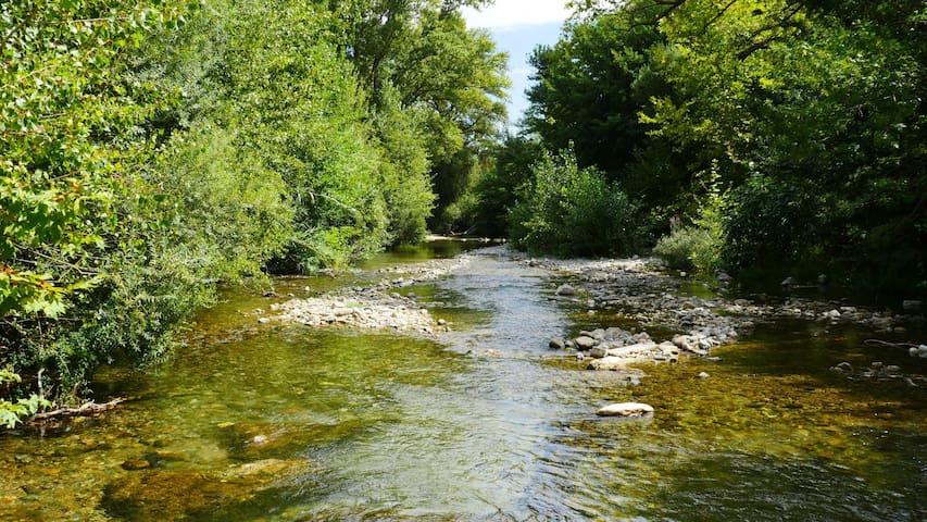 Rivière Cesse, plan d'eau pour la baignade.
