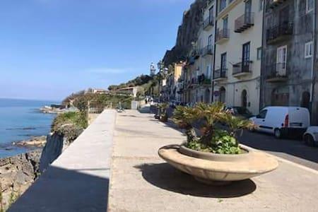 Casa Nica sul mare          House on the sea