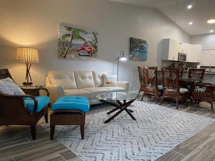 UPDATED 2 bedroom, close to Beaches & Restaurants