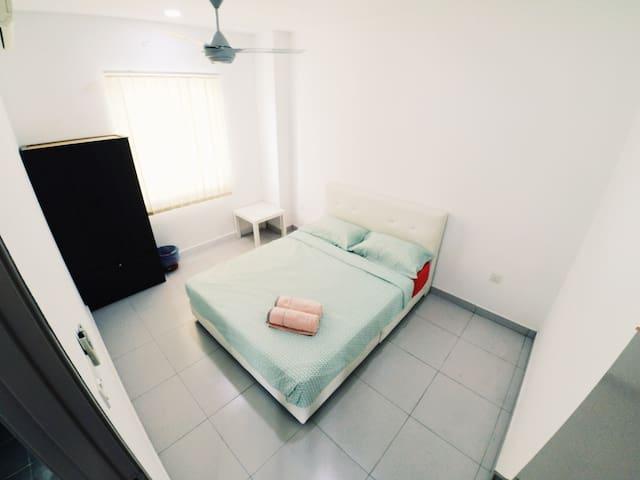 HomeSweetHome Homestay Deluxe Suite@Bandar Enstek - Bandar Baru Enstek