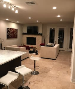 Modern House - Bellaire Area. Close to NRG Park - Bellaire