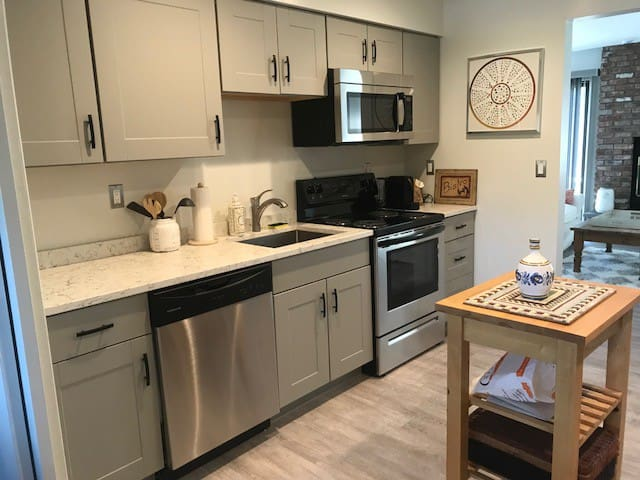 Newly Renovated Modern Townhouse w/Pool & Tennis