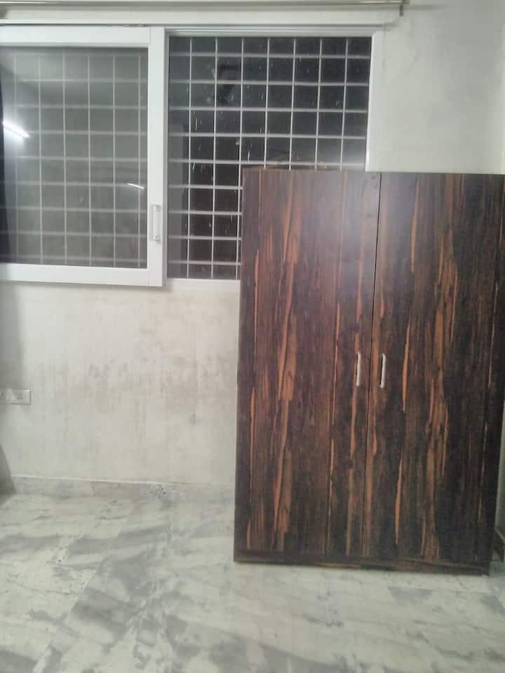 Single Rooms at Gomtinagar Lucknow
