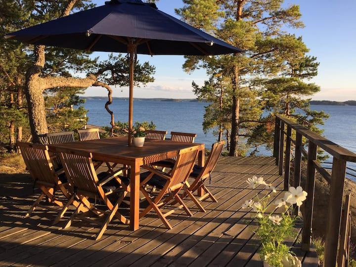 Sea-front summer house on Ljusterö
