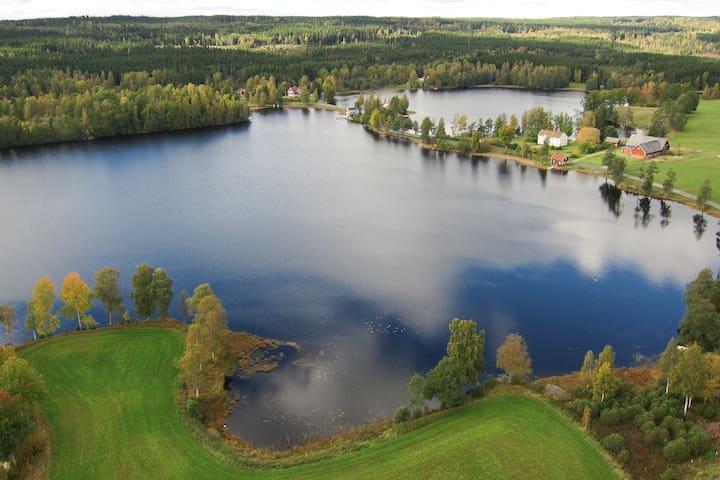 Amazing lakeside cabin - Jönköping N - House