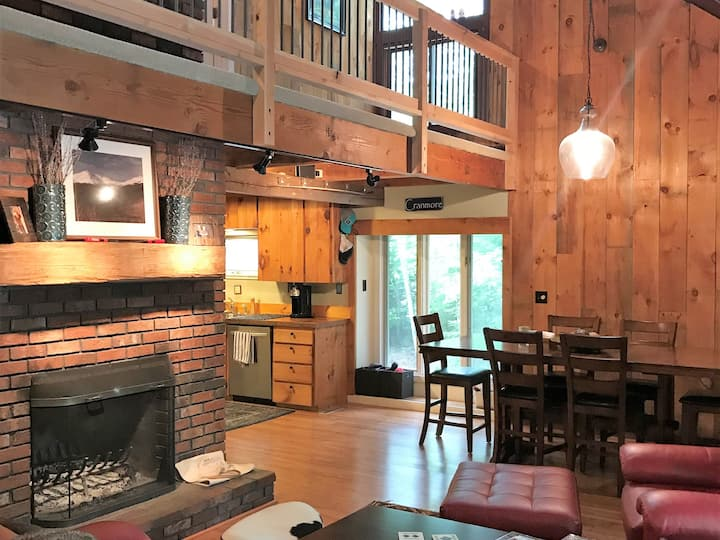 North Conway private, wooded in-town location