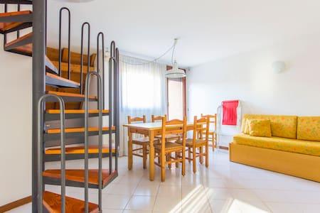 Sunny apartment in Ponte Arche - Comano Terme - Wohnung