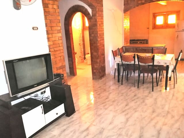 Private place 2bedrooms + 2 sofa beds fits 6 pax