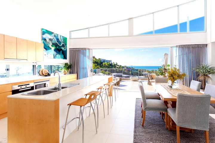 Airlie Beach Ocean view Penthouse with pool