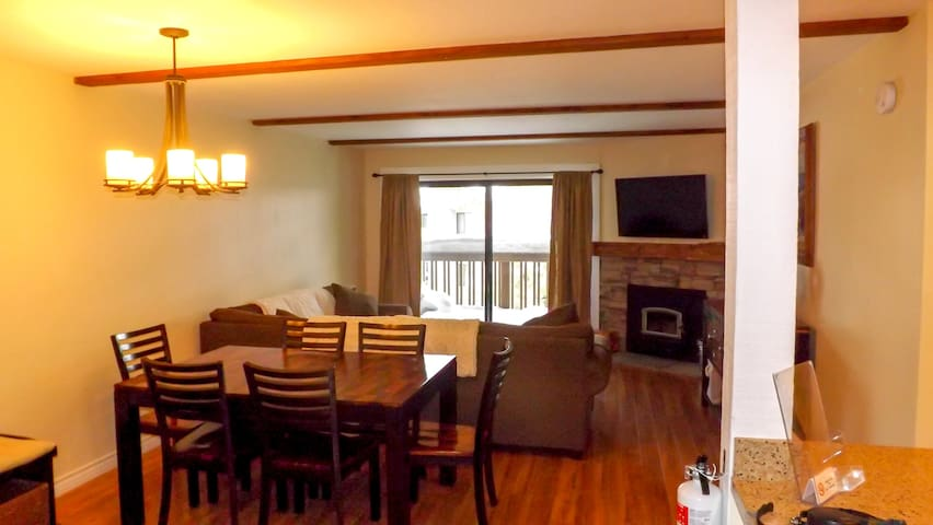 Dog Friendly Condo Near Eagle Lodge