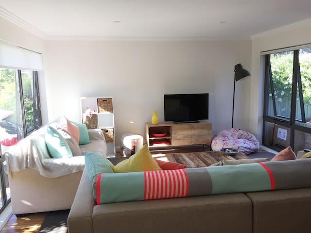 Delightful, clean, light and friendly - East Albury - Dům