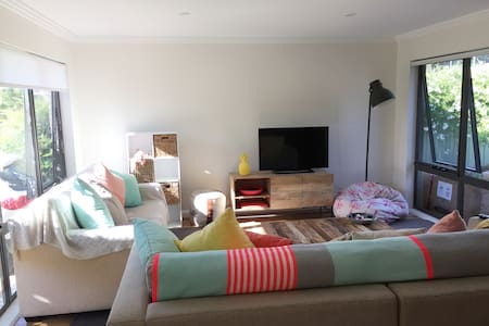 Delightful, clean, light and friendly - East Albury - House