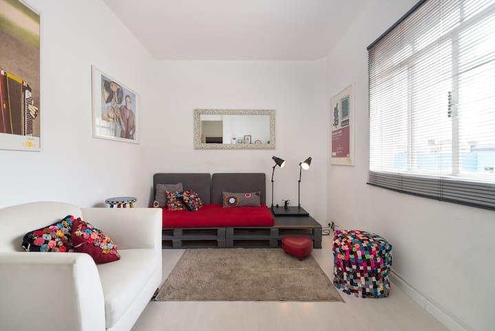 APTO CHARMOSO METRÔ FARIA LIMA - São Paulo - Apartamento