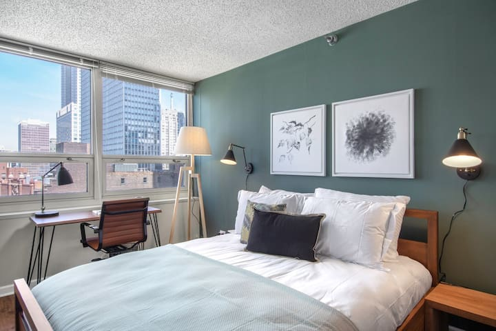 Quaint River North 1BR w/ Gym + W/D near Mag Mile by Blueground