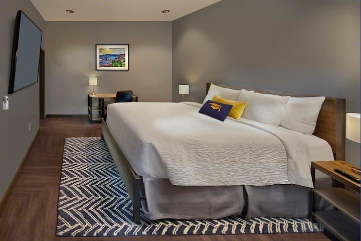 Scholar Hotel Morgantown -  ADA Living Suite