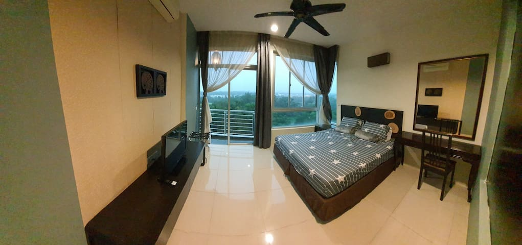 Master bedroom with 1 king size bed