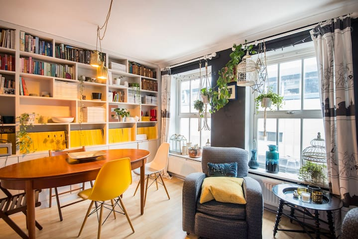 Vibrant & Quirky 2 Bed In East London