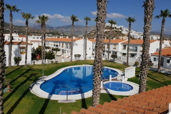 Casa grande con piscina y playa para 10 personas