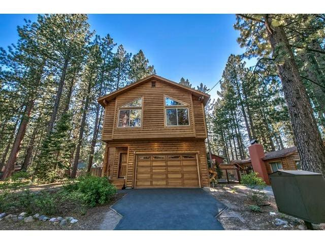 Honeymoon Haven with Hot Tub and Fenced in Yard - South Lake Tahoe - Cabin