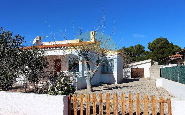 Nice house with garden, bbq and close to the beach