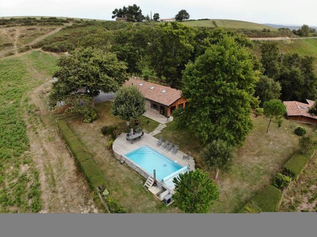 cottage  vue montagnes,calme, piscine chauffée