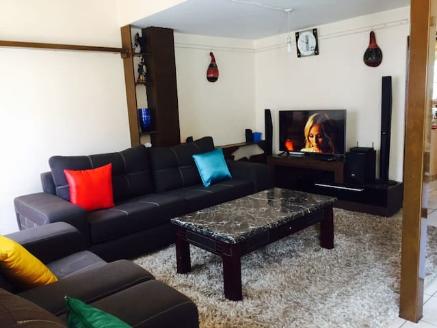 A modern furnished apartment - Nairobi - Appartement