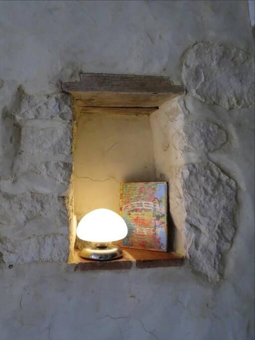 """Le livre d'or dans une""""niche"""" de pierre"""