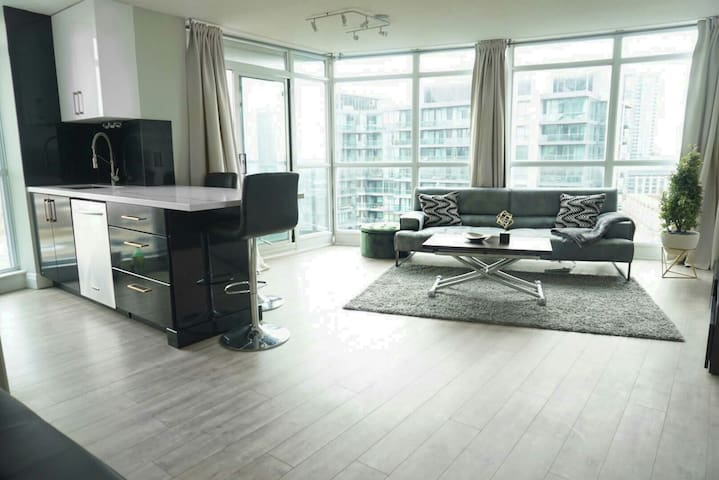 2 BR Waterfront Condo Downtown  with free parking.