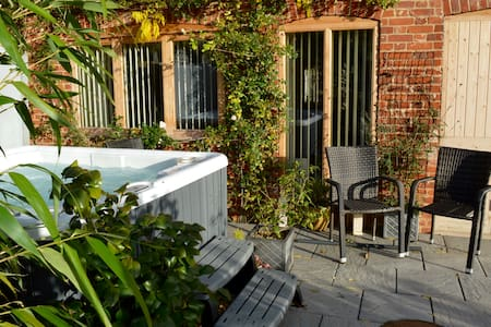 Beautifully appointed garden cottage with hot tub - Panxworth - Apartament