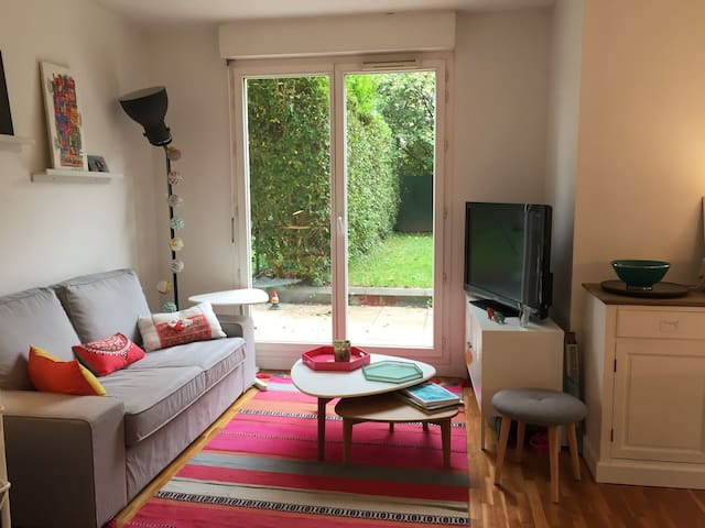 Spacious studio with a garden in Rueil Malmaison