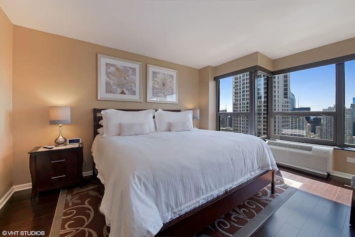 Master bedroom with en-suite bathroom & HDTV