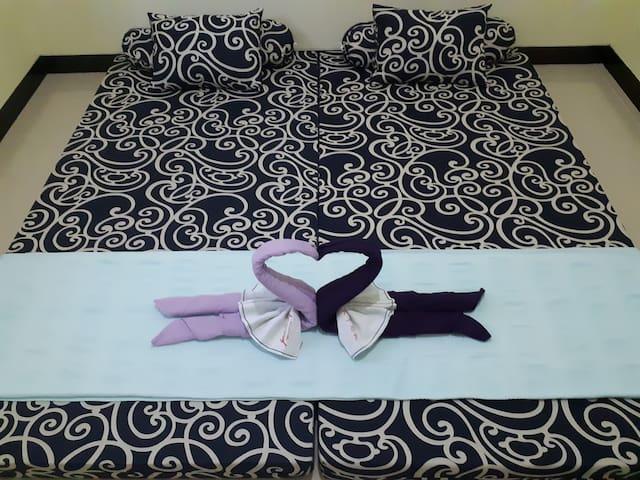 Bedroom 2 (2 single = super king size)