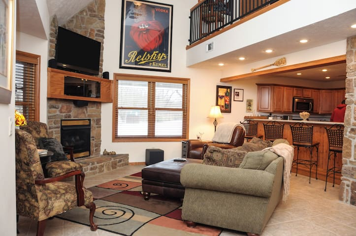 'TroutFest' Riverfront Norfork Home, Great Fishing