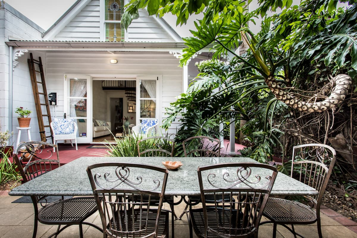 Adorable Chalet Tucked Away in Bohemian St Kilda