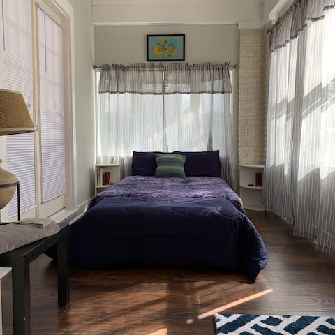 Relaxing Day Room in Charming Home (Room 4)