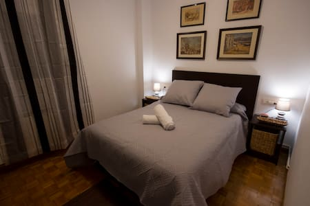Beautiful room in the heart of Pamplona. - パンプローナ - アパート