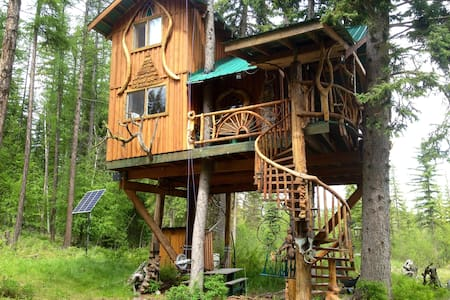 Welcome to our Unique Treehouse     - Wardner