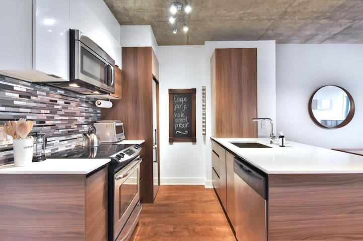 Beautiful Condo Near Old Port