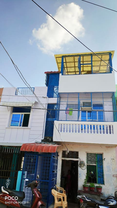 4 bedroom with air conditioner and fully furnished with basic amenities
