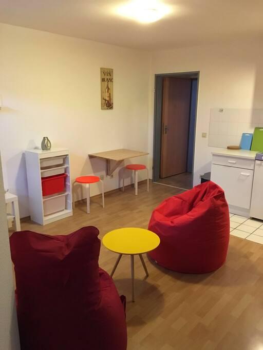 modern eingerichtete wohnung 25qm appartements louer d ren nrw allemagne. Black Bedroom Furniture Sets. Home Design Ideas