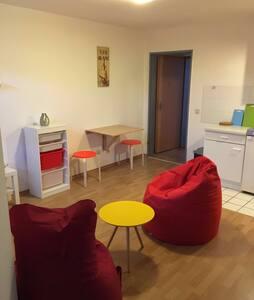Modern eingerichtete Wohnung 25qm - Düren - アパート