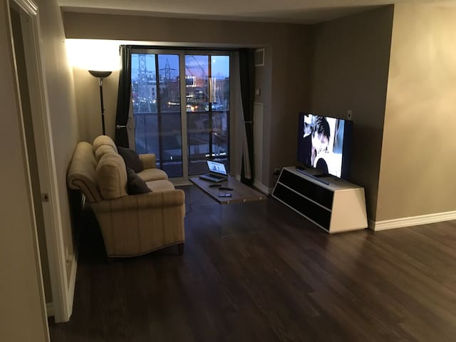 Large private room with en-suite & walk-in closet